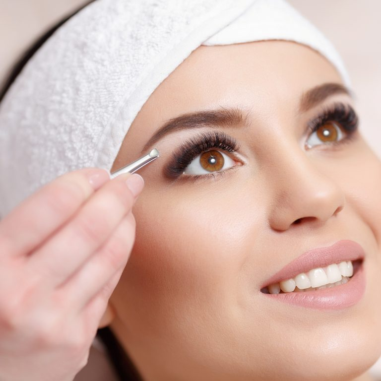 Get a beautifully sculpted brow for a polished and expressive look. Tweezing below the brow can create a nice lift.